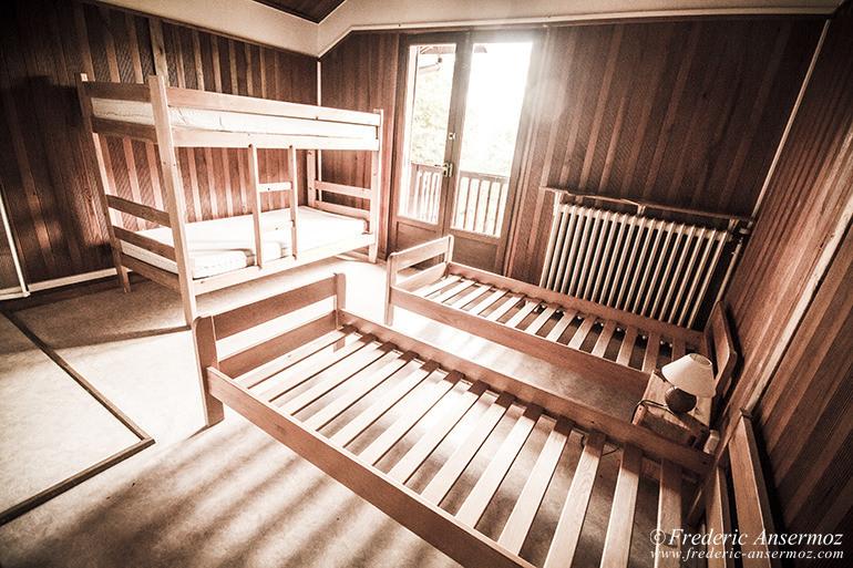 abandoned-hotel-09