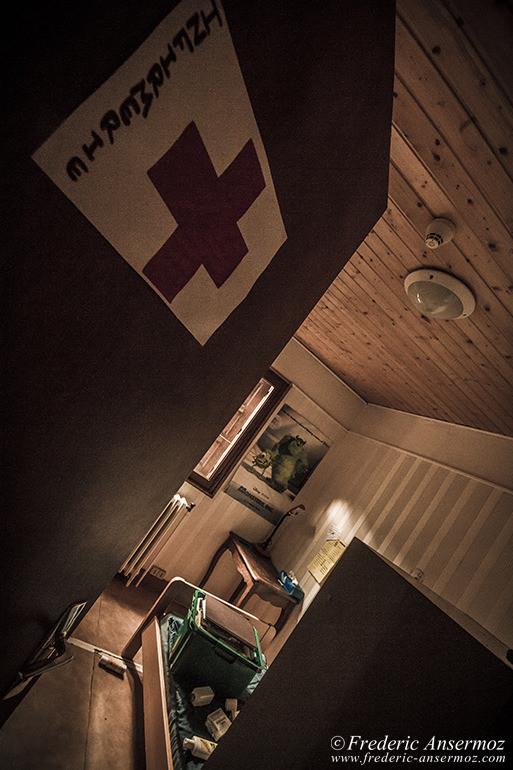 abandoned-hotel-12