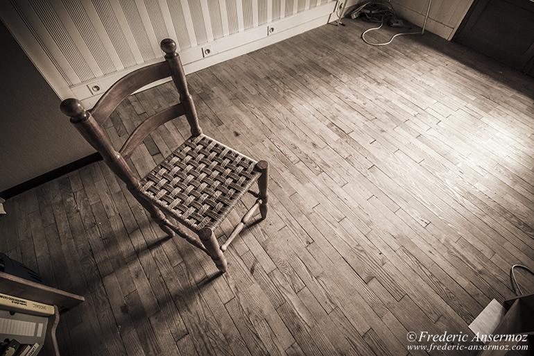 abandoned-hotel-13