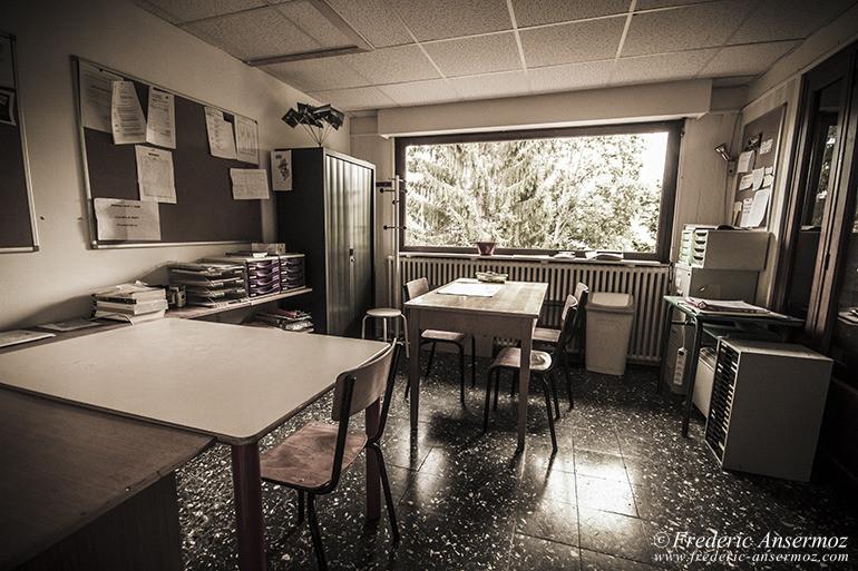abandoned-hotel-15
