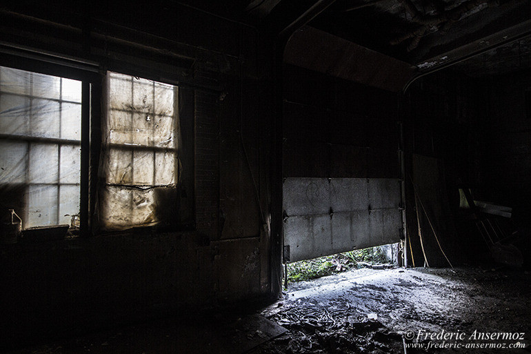 abandoned-plant-montreal-24