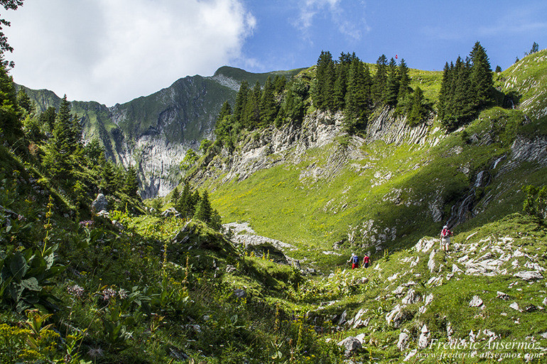 hiking-switzerland-02
