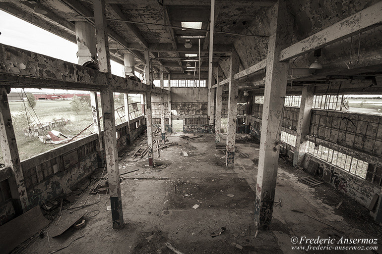abandoned-factory-quebec-12
