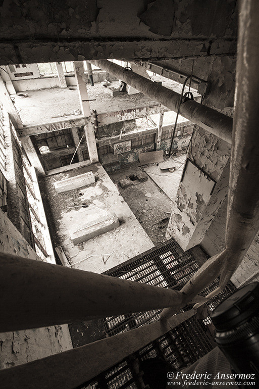 abandoned-factory-quebec-15