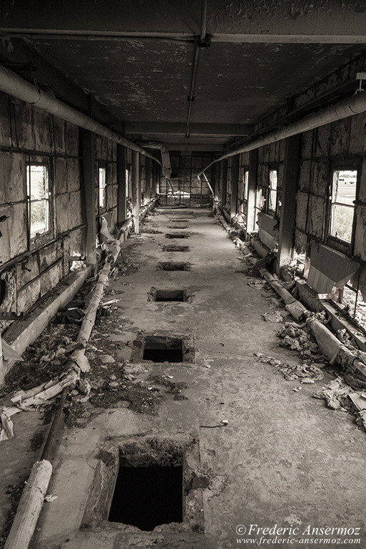 abandoned-factory-quebec-18