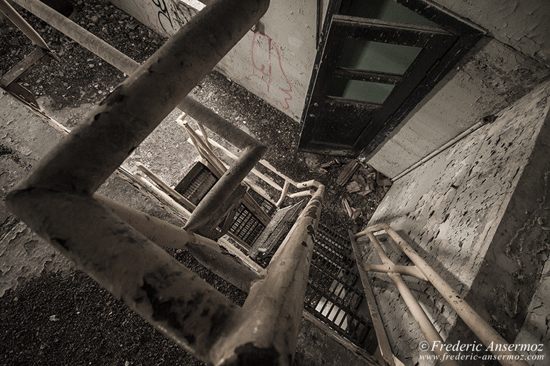 abandoned-factory-quebec-20
