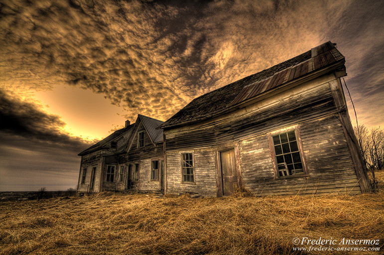 abandoned-haunted-house-hdr