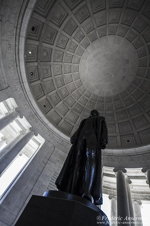 washington-dc-jefferson-memorial-statue