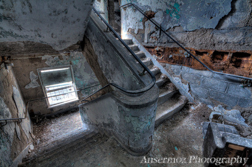 Stairs hdr in an abandoned building