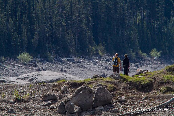 24 hikers kananaskis lower lake