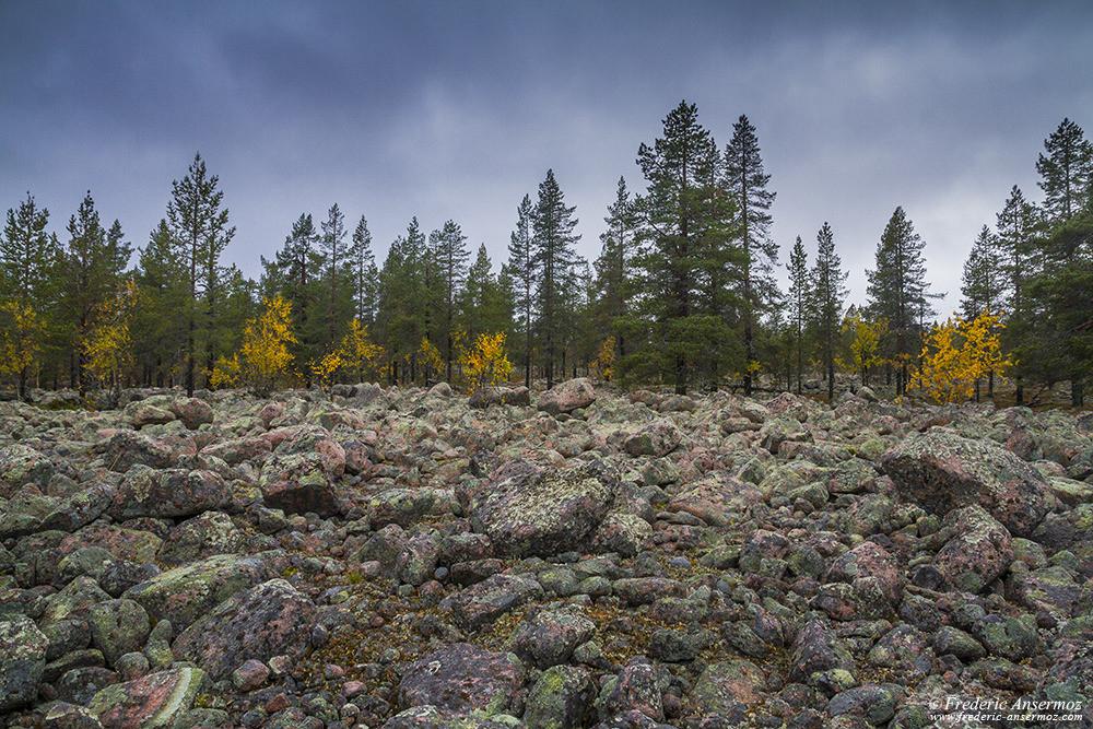 Roches dans le paysage en Finlande, Laponie