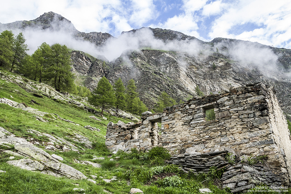 Ruins along Gran Paradiso hiking trails
