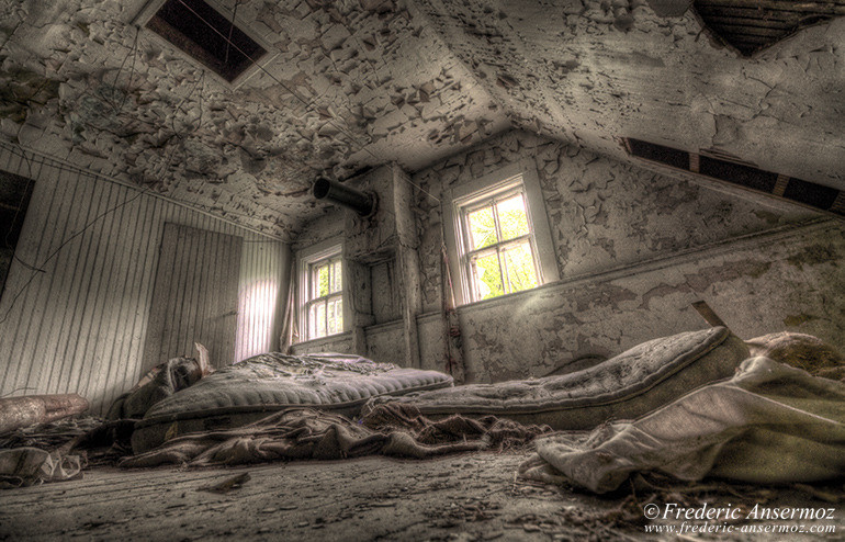 Amityville room hdr