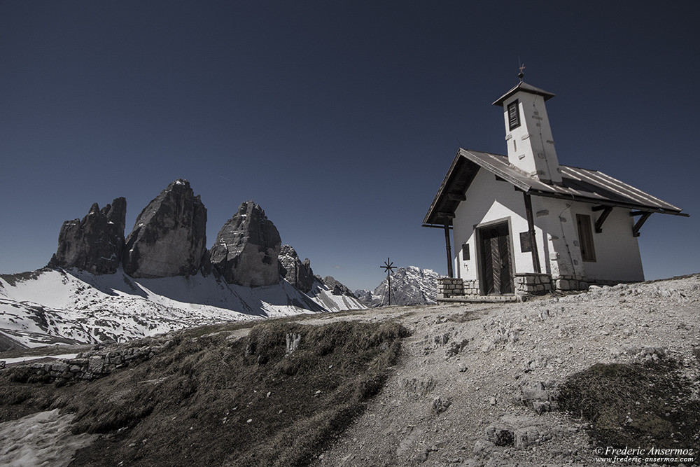 Chiesetta Alpina, chapel in the mountains beside Rifugio Antonio Locatelli, Tre Cime