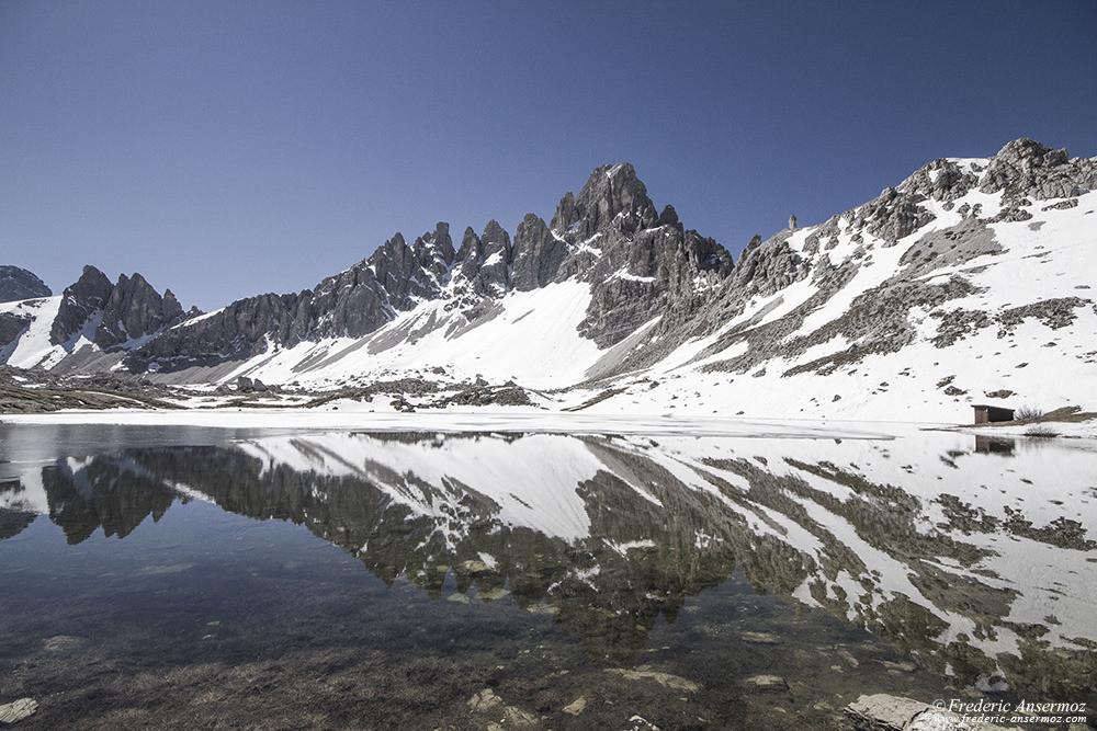 Reflexion sur l'eau d'un lac de monagnes,Laghi del Piani, Alpes italiennes