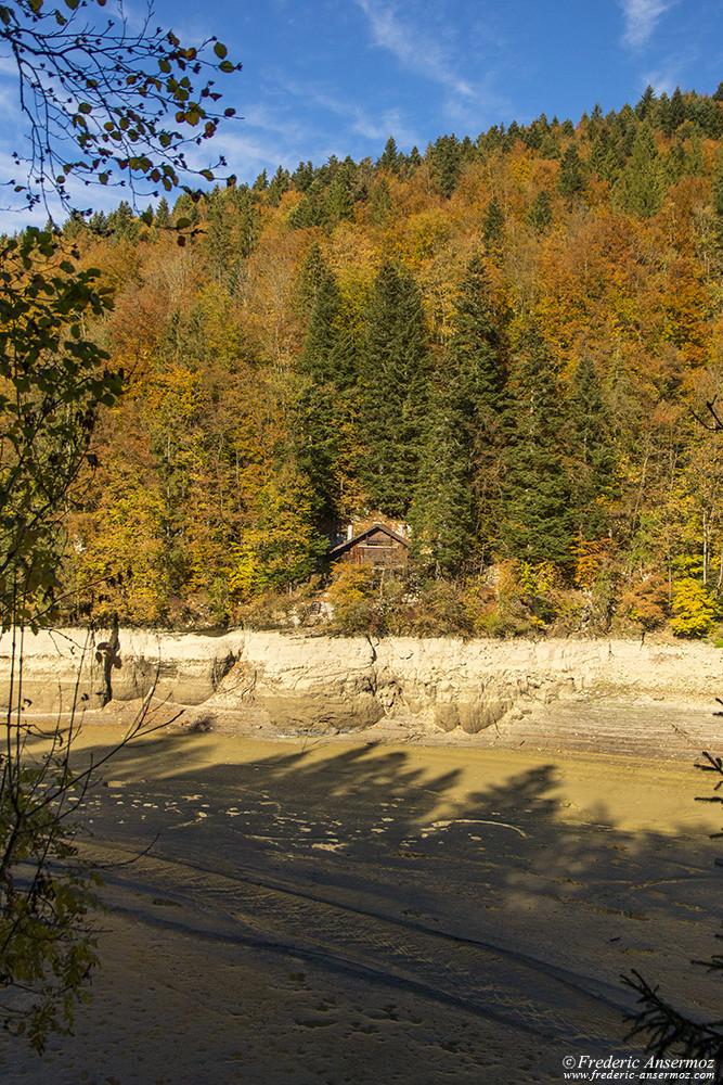Il ne reste que de la boue dans certaines parties de la rivière Le Doubs