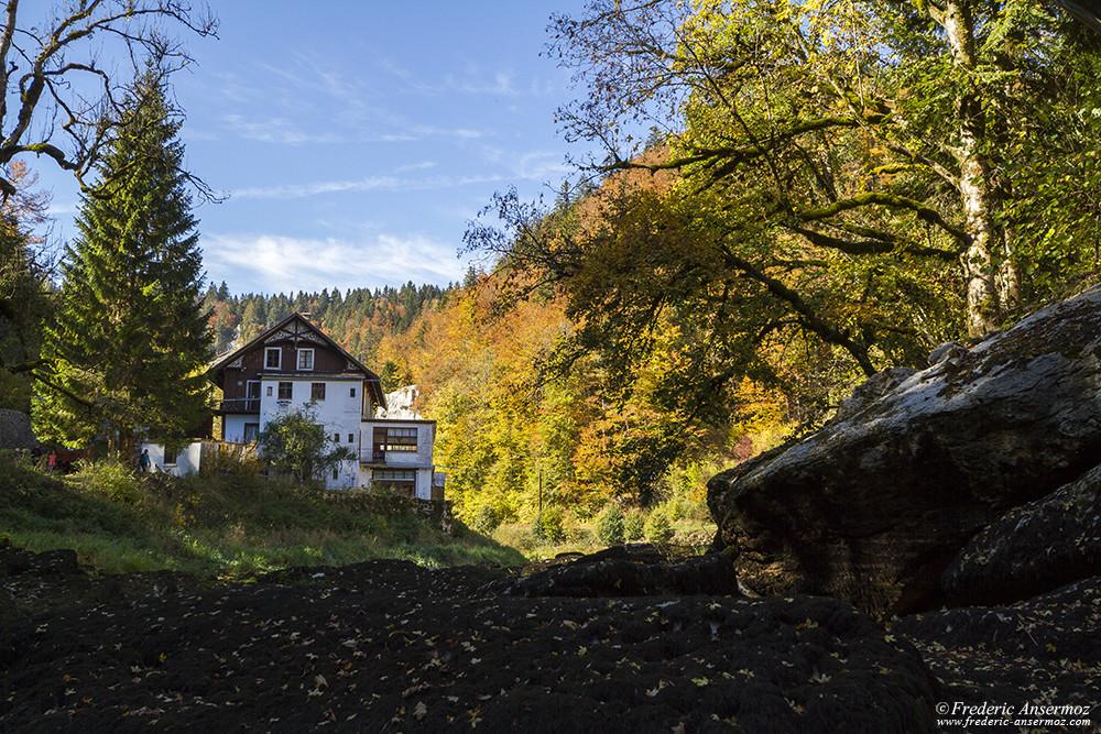 Près du Saut du Doubs, la rivière a disparu