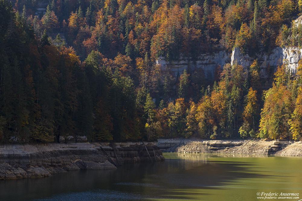 Les couleurs d'automne restent belles sur le Doubs, malgré la sécheresse