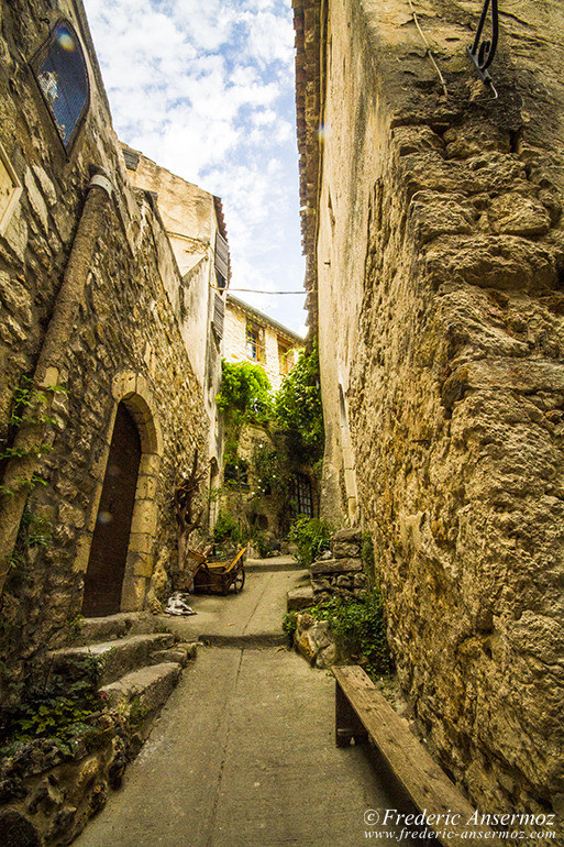 St guilhem le desert village 13
