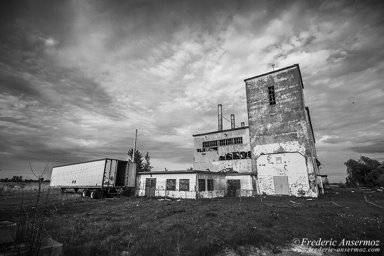 abandoned-factory-quebec-05