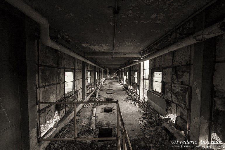 abandoned-factory-quebec-17