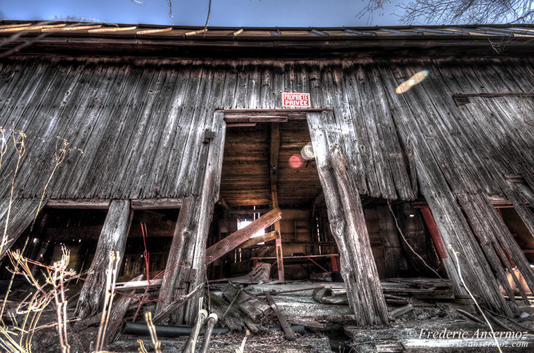 Abandoned wooden cabin hdr